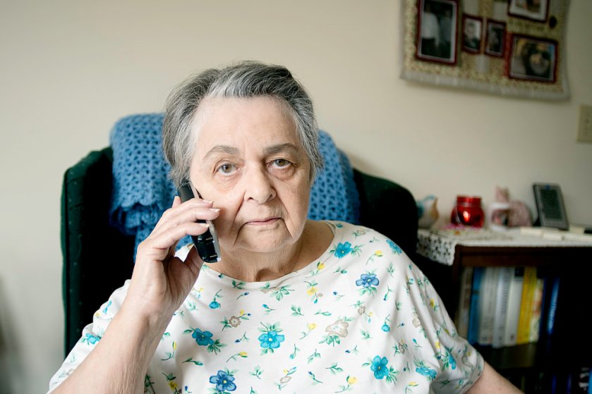 senior on phone_02.jpg