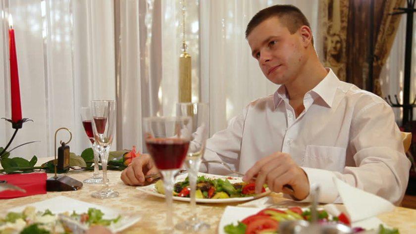 eating dinner_05