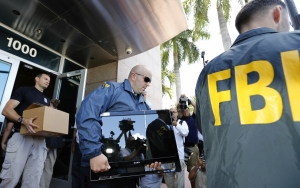 fbi-agents-conducting-raid