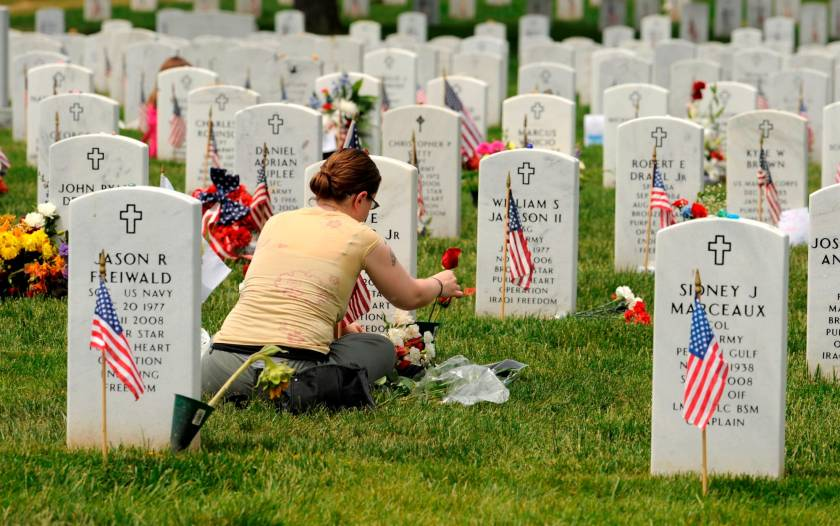 nation-pays-its-respects-for-fallen-veterans-at-arlington-national-cemetery-2