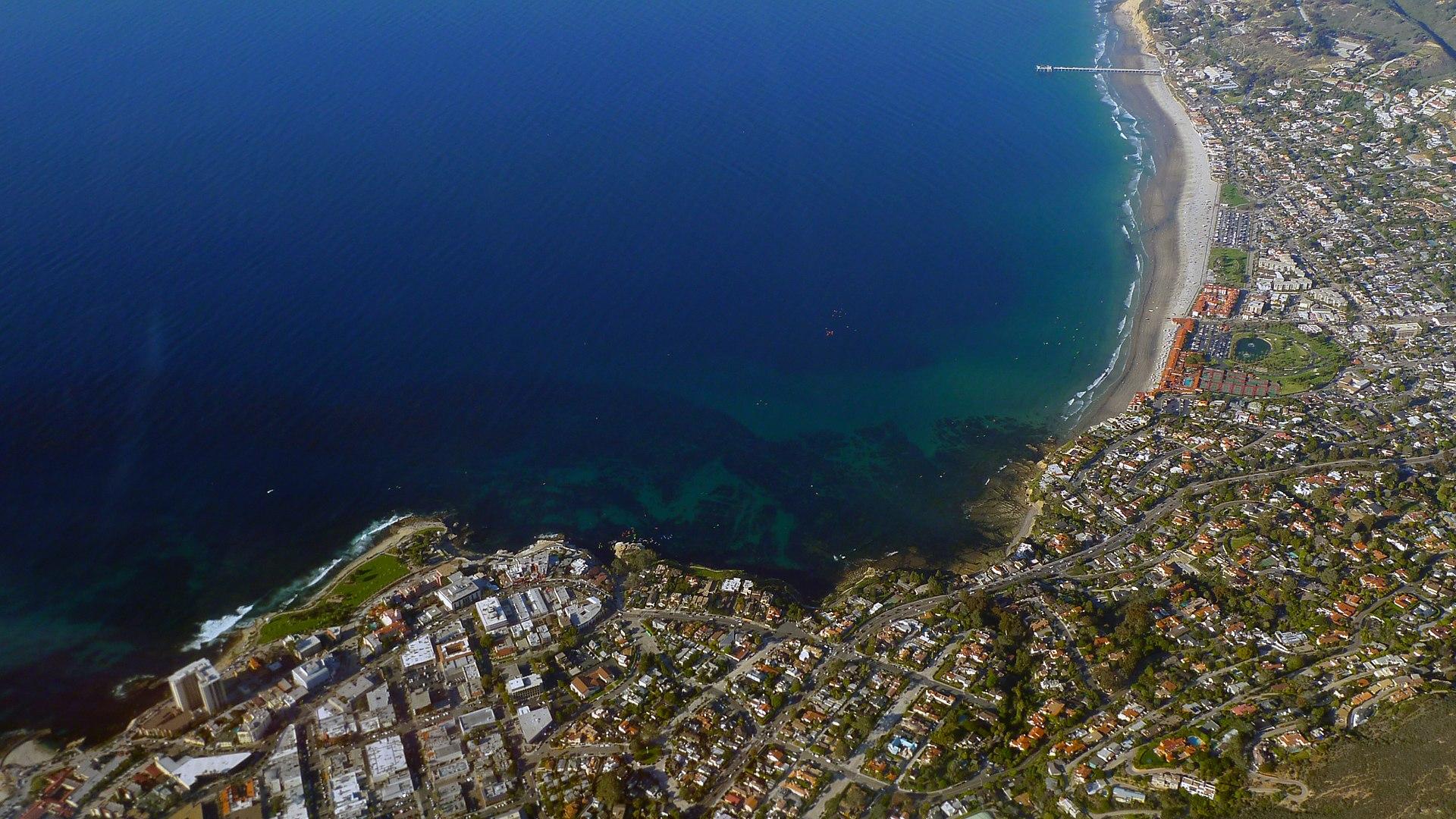 1920px-La_Jolla,_San_Diego_California_photo_D_Ramey_Logan
